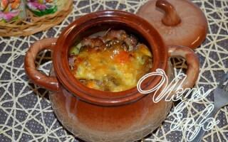 Картопля з грибами в горщику в духовці