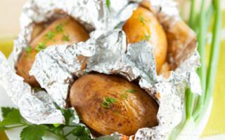 Як зробити печену картоплю в духовці у фользі