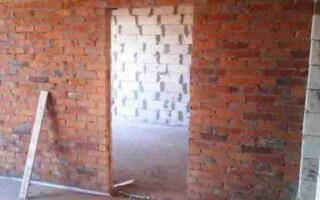 Як зробити дверний отвір в цегляній стіні