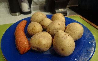 Скільки варити моркву і картоплю для салату олів'є