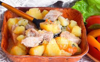 Картопля з тушонкою в мультиварці