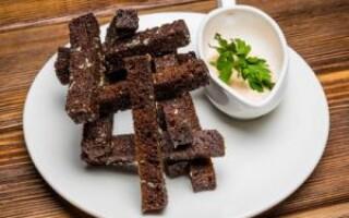 Часникові грінки з чорного хліба рецепт