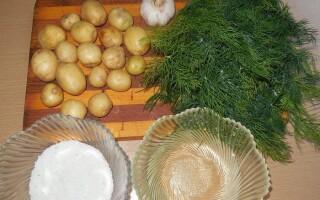 Молода картопля в шкірці смажений на сковороді