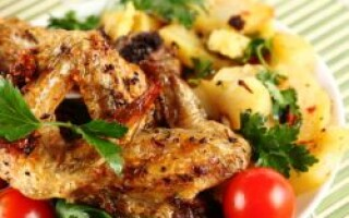 Крильця в духовці з картоплею