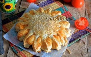 Пиріг з листкового тіста з картоплею і сиром