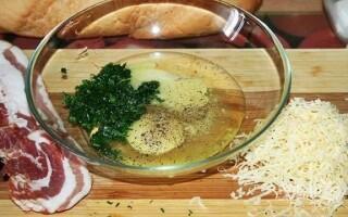 Грінки з білого хліба з яйцем і молоком і сиром на сковороді рецепт