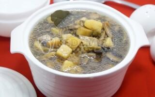 Суп грибний з рисом і картоплею