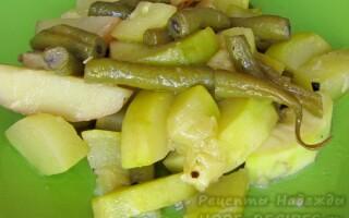 Овочеве рагу із зеленою квасолею і картоплею