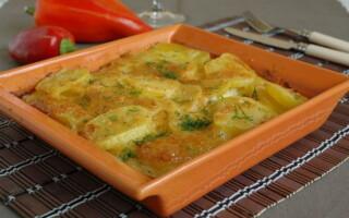 Картопля з шинкою і вершками в духовці