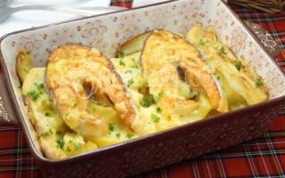 Форель запечена з картоплею