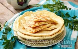 Дріжджові коржі на сковороді замість хліба рецепт