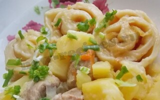 Штрудлі з картоплею і м'ясом