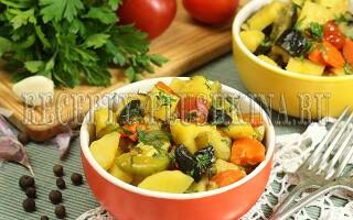 Овочеве рагу з грибами і кабачками і картоплею