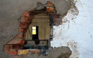 як полагодити дірку в стіні
