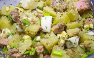 Теплий салат з тунцем і картоплею