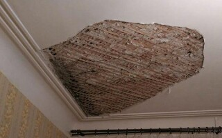 як відремонтувати стелю в старому будинку