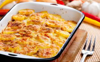 Картопля зі свининою в духовці