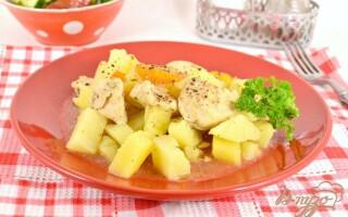 Картопля тушкована з курячим філе