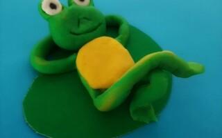 Як зробити жабу з пластиліну