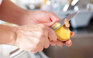 Що необхідно зробити щоб очищений картопля не потемнів