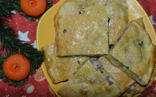Пиріг з індичкою і картоплею з дріжджового тіста