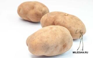 Натирати обличчя сирою картоплею на ніч