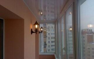 Як зробити стелю на балконі
