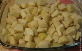Картопля з яйцем в духовці
