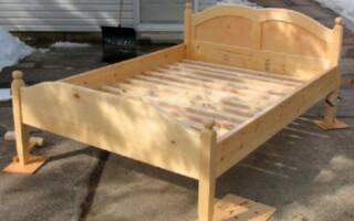 Як зробити ліжко своїми руками з дерева
