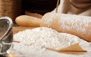 Чим замінити кукурудзяну муку в рецепті хліба