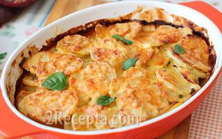 Картопля запечена в духовці з сиром і сметаною