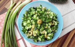 Німецький салат з картоплі і солоних огірків