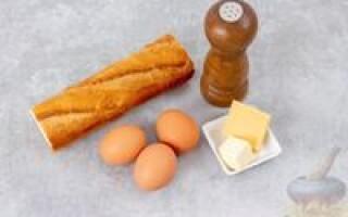 Рецепт яйце в хлібі на сковороді з сиром