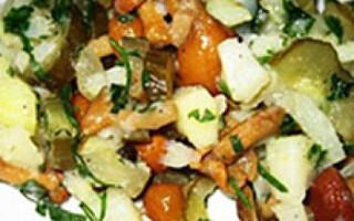 Салат картопля гриби солоні огірки