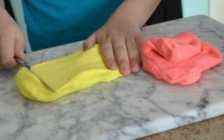 Як зробити слайм з легкого пластиліну