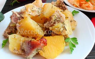 Картопля з м'ясом в духовці в рукаві