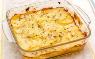Картопля з індичкою в духовці зі сметаною