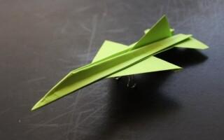 Як зробити літачок орігамі