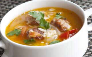 Суп з рисом і картоплею і м'ясом