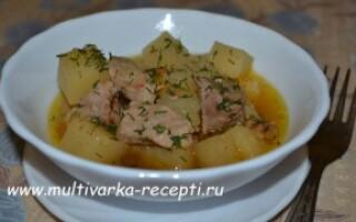 Картопля зі свининою в мультиварці