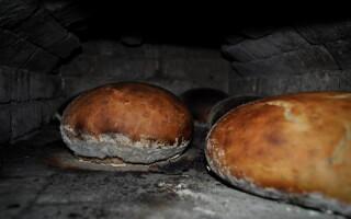 Як спекти хліб в печі на дровах рецепт