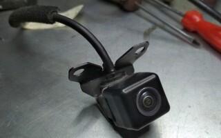 як полагодити камеру заднього виду на машині