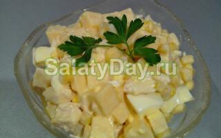 Салат з курячою грудкою і картоплею