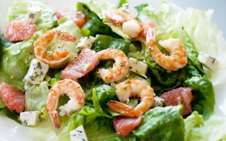Рецепт салату з креветками і картоплею