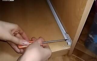 як полагодити комод з висувними ящиками